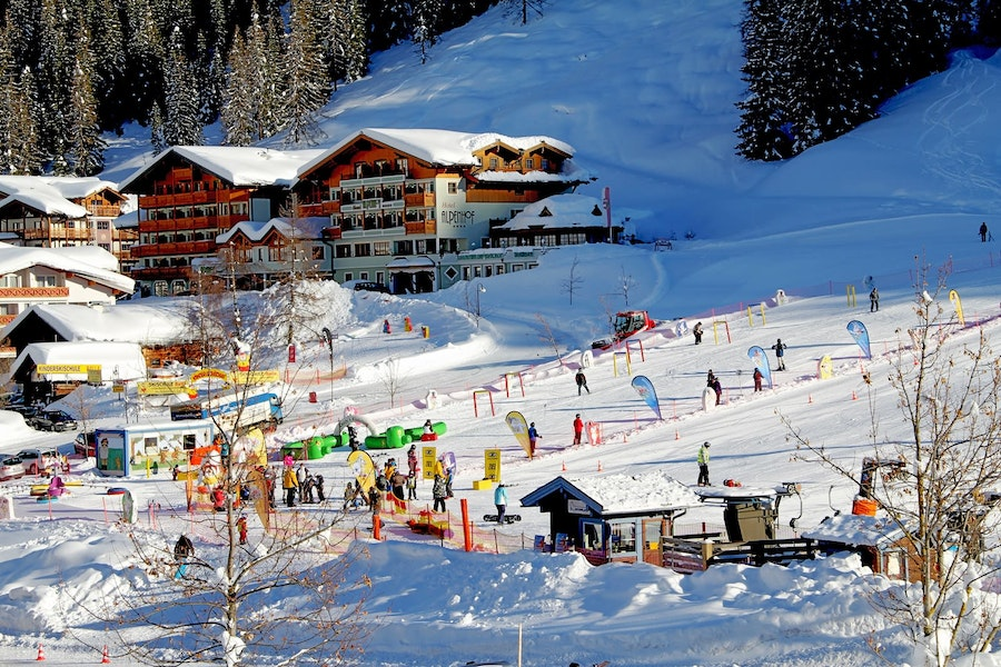 Carneval Week for 7 days (with 6 day ski pass)